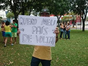 O médico Luiz Fernando Antunes participou do protesto em Bauru (Foto: Paola Patriarca/G1)