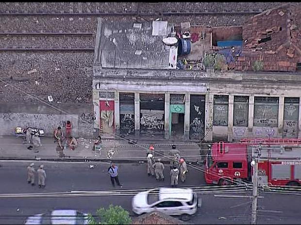 Acidente ocorreu na Avenida Amaro Cavalcanti, no Engenho de Dentro (Foto: Reprodução/TV Globo)