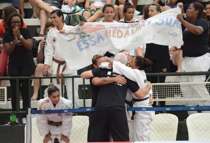 Reação campeão feminino Grand Prix Interclubes de judô 2015 (Foto: Paulo Pinto)