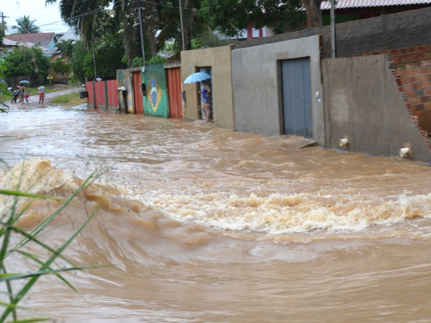 Rio Mororó transborda e moradores ficam ilhados em Jaru, RO (Foto: Clemilson Rodrigues/Site O Jaruense)