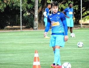 Willian no treino do Cruzeiro (Foto: Tarcisio Badaró)