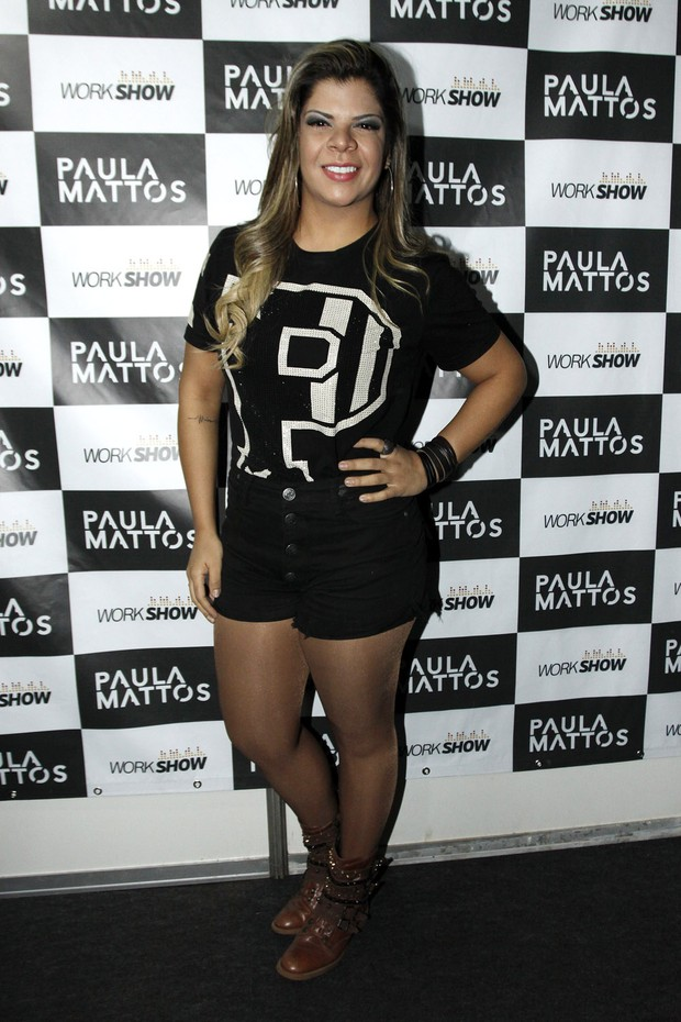 Paula Mattos em show na Festa do Peão de Barretos, em São Paulo (Foto: Celso Tavares/ EGO)