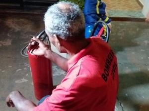 Auxiliar de limpeza faz curso para bombeiro civil aos 62 anos (Foto: Cláudio Nascimento/TV TEM)
