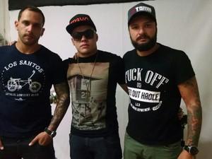 Amigos de Dan Nunes esperam que justiça seja feita (Foto: Rafaella Mendes/G1)
