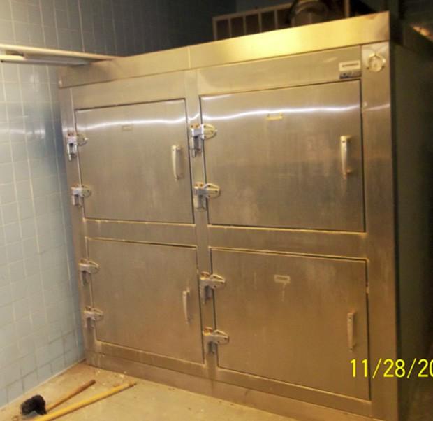 Desde que instituição recorreu ao eBay, refrigerador com espaço para quatro cadáveres recebeu mais de 60 ofertas (Foto: Reprodução/eBay)