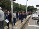 Milhares de pessoas fazem fila para concorrer a vaga em mercado no PR