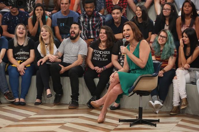 Laura Muller se diverte com a pergunta de Rafa Brites  (Foto: Rodrigo Peixoto/Gshow)