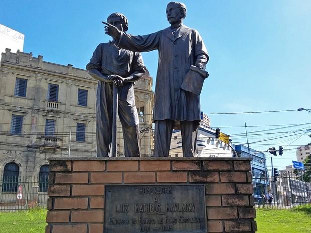 Monumento, em Sorocaba, homenageia fundadores da Estrada de Ferro Sorocabana (Foto: Stephanie Fonseca/G1)