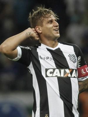 Rafael Moura comemora gol contra o Cruzeiro (Foto: Thomas Santos/Agência Estado)