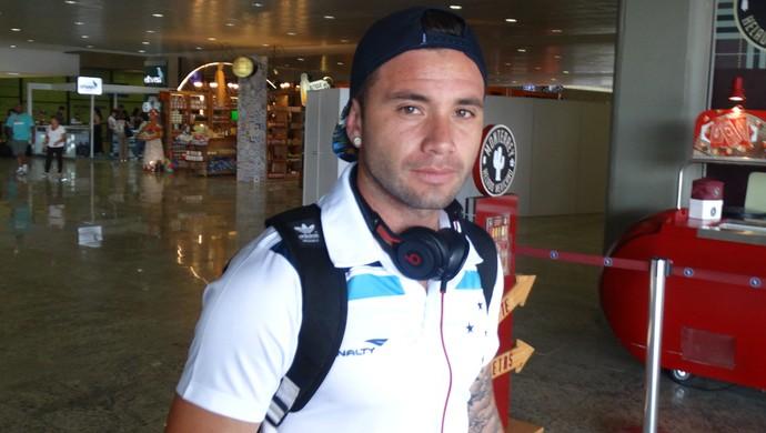 Mena diz que gostaria de permanecer no Cruzeiro em 2016 (Foto: Maurício Paulucci)