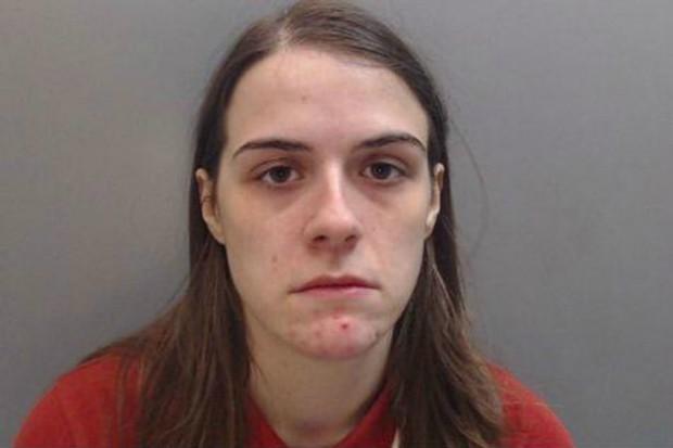 Mulher finge ser homem para ter relações com outra mulher usando um pênis falso (Foto: Divulgação/Polícia de Cheshire)