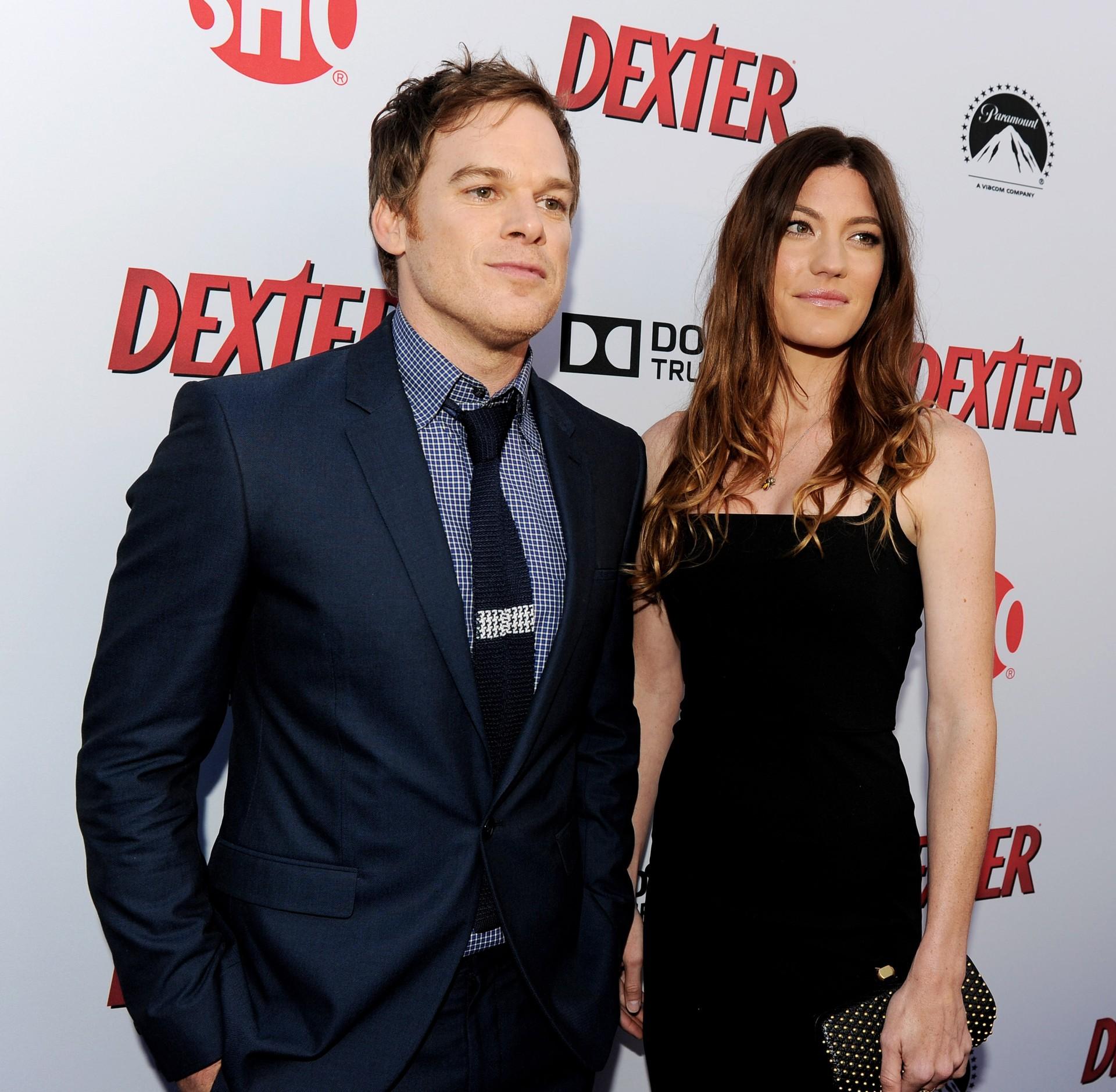 Os atores de 'Dexter' começaram a namorar enquanto trabalhavam juntos. A dupla se casou em 2008 e se divorciaram três anos depois em 2011. Porém, Carpenter e Hall continuaram em cena – pelo menos, não tiveram nenhum tipo de romance por causa do parentesco entre os personagens. (Foto: Getty Images)