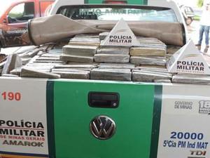 Cerca de 1,2 mil kg de maconha são apreendidos em caminhão na MG-497 em Carneirinho (Foto: Welbert Andrade)