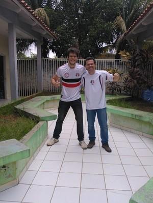 Victor Campos e Osvaldo Leal, torcedores do Santa Cruz no Acre (Foto: Arquivo Pessoal)