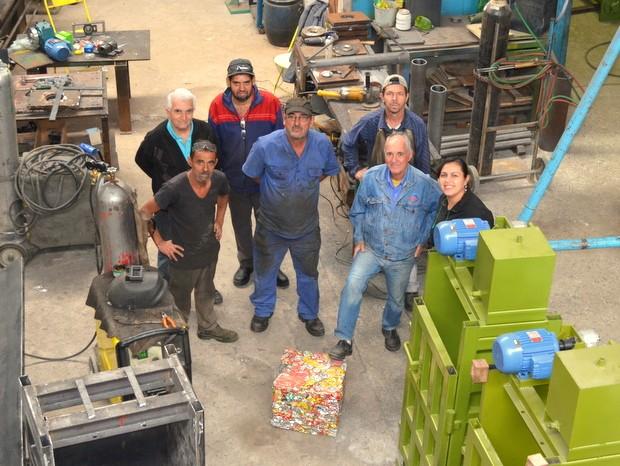 Irmão trabalham junto com equipe em Santa Bárbara d'Oeste (Foto: Leon Botão/G1)