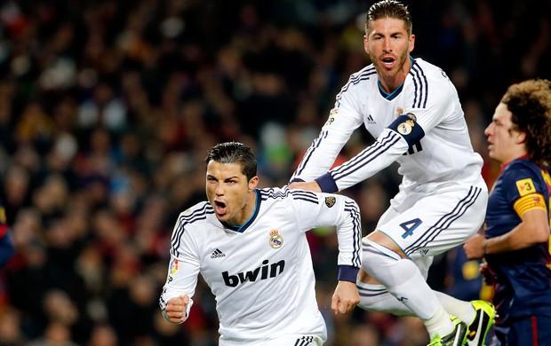 Cristiano Ronaldo comemora gol do Real Madrid contra o Barcelona (Foto: AP)