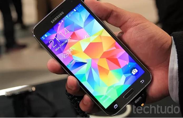 Tela do Galaxy S5 é Full HD (Foto: Allan Melo/TechTudo)