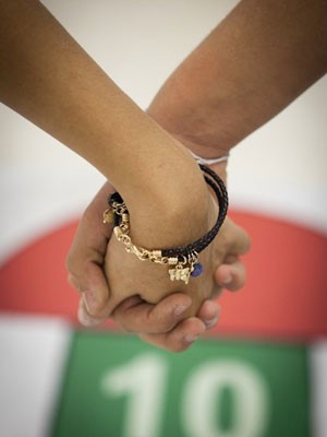 Colégio permite namorados andarem de mãos dadas (Foto: Caio Kenji/G1)