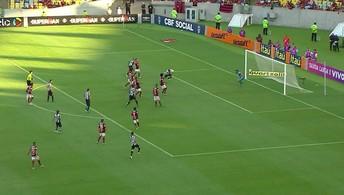 Victor Bueno cruza, Ricardo Oliveira cabeceia, e Muralha salva o Flamengo, aos 9' do 2º Tempo