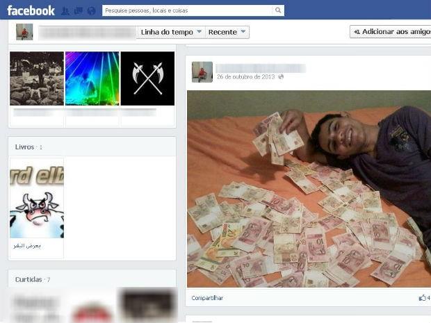 Suspeito de assaltar lotérias posa cerca por notas de dinheiro no Facebook (Foto: Reprodução)