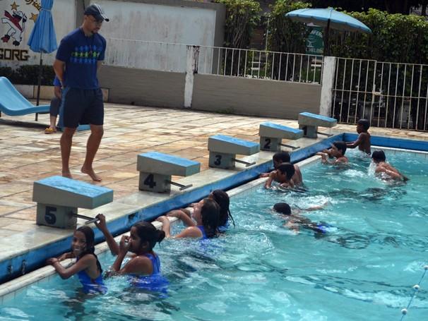 A natação aumenta a capacidade de realizar variadas funções cognitivas e motoras no cotidiano (Foto: Divulgação)