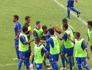 Independente de Tucuruí comemora gol sobre o Time Negra, pela 4ª rodada do Campeonato Paraense (Foto: Reprodução/TV Liberal)