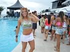 Karina Bacchi exibe barriga sarada em carnaval de Salvador