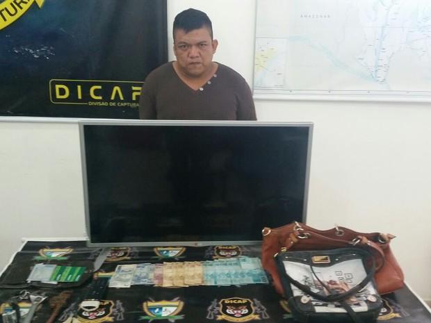 Produtos furtados estavam com foragidos (Foto: Divulgação/ Dicap)
