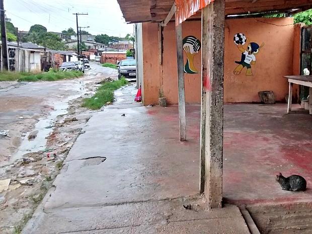 Segundo polícia, homem foi morto quando foi comprar cigarros em bar (Foto: Suelen Gonçalves/G1 AM)