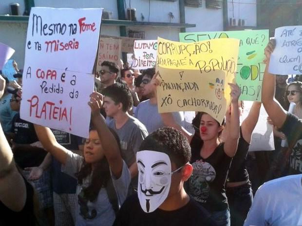 Protesto contra a corrupção em Cuiabá (Foto: Denise Soares/G1)