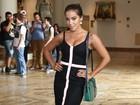 Elegante e decotada, Anitta chega para o terceiro dia do SPWF