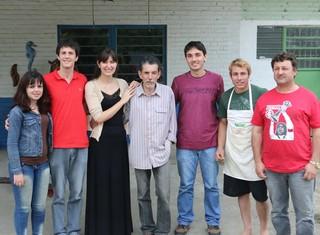 Desde escultores até guardiões da estátua, trabalho mobilizou moradores da região (Foto: Paula Menezes/GloboEsporte.com)