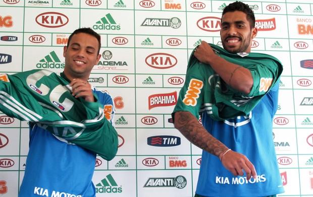 Weldinho e Vilson na apresentação no Palmeiras (Foto: Gustavo Serbonchini)