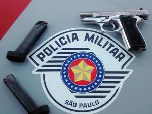 Arma pode ter sido furtada de PM apodentado (Foto: Polícia Militar/Divulgação)