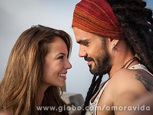 Paolla Oliveira e Juliano Cazarré nas peles de Paloma e Ninho (Foto: Amor à Vida / TV Globo)