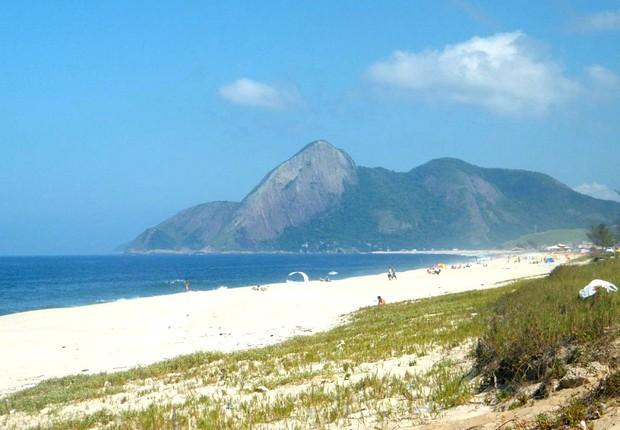 Pedra do elefante vista da praia de Itaipuaçu - Maricá (RJ)  (Foto: Flickr/Daniel Filipe)