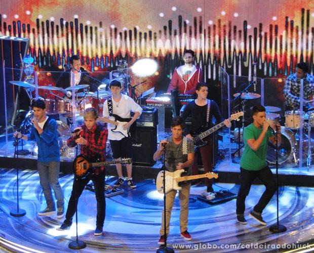 A banda P9 se apresentou no palco do Caldeirão (Foto: Caldeirão do Huck/TV Globo)