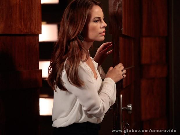Aline deixa a porta aberta para Paloa entrar direto (Foto: Pedro Curi/ TV Globo)