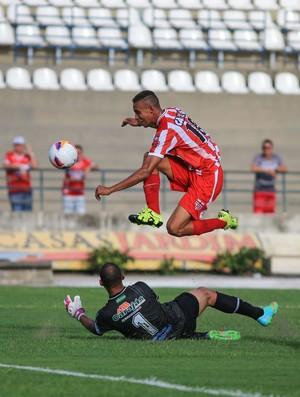 Jonata, atacante do CRB (Foto: Ailton Cruz/Gazeta de Alagoas)