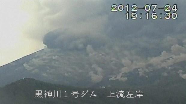 O vulcão Sakurajima em erupção (Foto: BBC)
