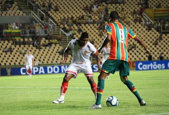 Equipes fizeram uma partida muito fraca tecnicamente no Castelão (Foto: Lucas Almeida/Divulgação)