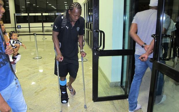 Andrezinho deixa o Engenhão de muletas, Botafogo (Foto: Richard Souza / Globoesporte.com)