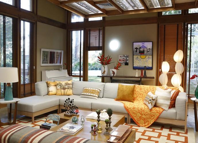 O conjunto de manta com almofadas dar um up no sofá   (Foto: Ellen Soares/Gshow)