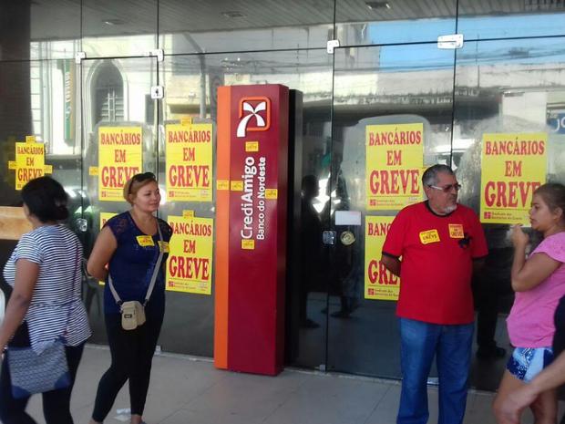 Sindicatos pedem reposição da inflação mais 5% de aumento real. (Foto: Leandro Silva/TV Verdes Mares)