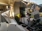 Caminhão arrasta cabine de pedágio (Leandro Barros/ Internauta)
