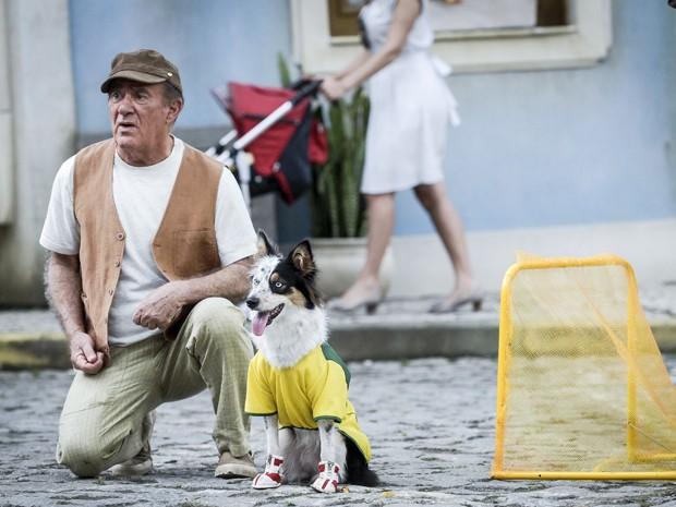 Didi com seu cão fiel no especial de fim de ano (Foto: Rafael Sórin/TV Globo)