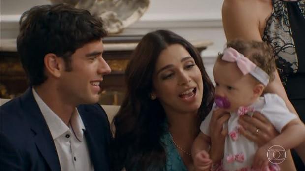 Filha do casal Shirlipe é pura fofura no final de Haja Coração (Foto: Reprodução da TV Globo)