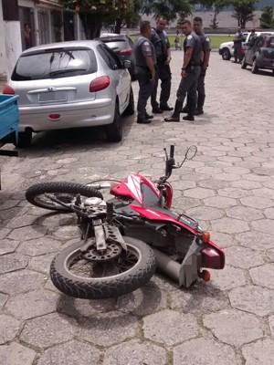 Motocicleta foi apreendida pela polícia em Praia Grande, SP (Foto: G1)
