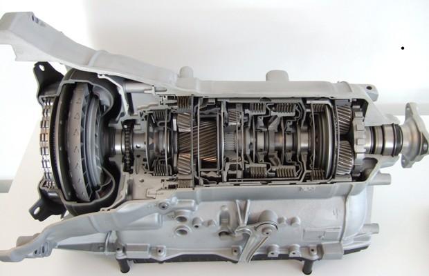 Transmissão ZF de oito marchas usada pela BMW vista por dentro (Foto: Divulgação)