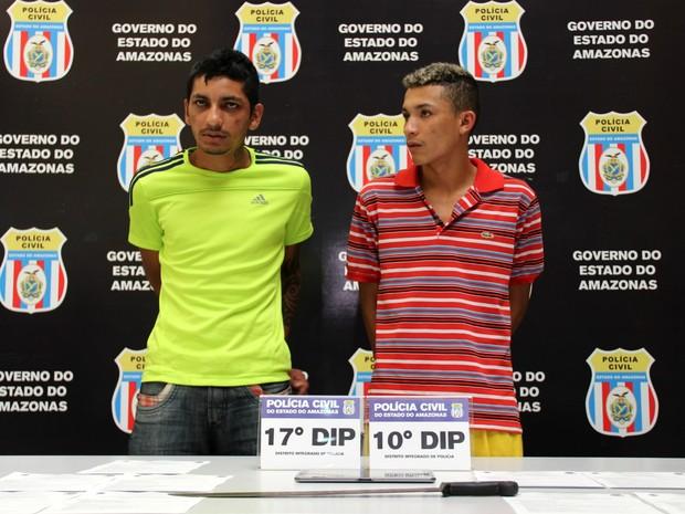 Kirk (à esquerda) e Wellington (à direita) foram presos na Zona Oeste (Foto: Rickardo Marques/G1 AM)